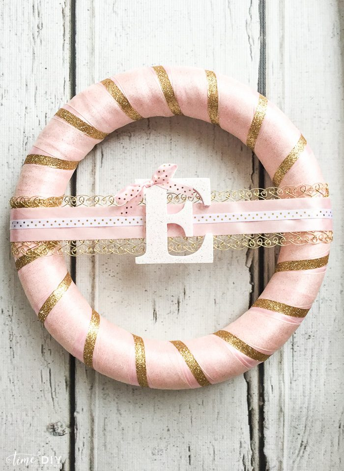 Gold pink first birthday wreath tutorial. Cute 1st birthday decor idea! Love this pink and gold birthday party decor!