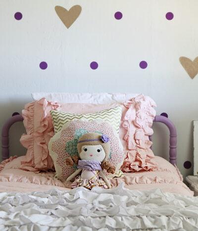 Little girls purple gold bedroom makeover. Pretty purple and gold girls bedroom. Lots of bedroom decor ideas!