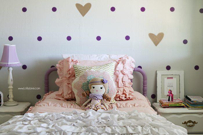 Little girl purple gold bedroom makeover. Pretty purple and gold girls bedroom. Lots of bedroom decor ideas!