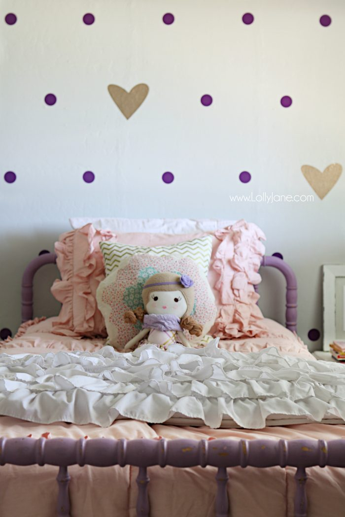 Little girl purple gold bedroom makeover. Pretty purple and gold girls bedroom. Lots of bedroom decor ideas!