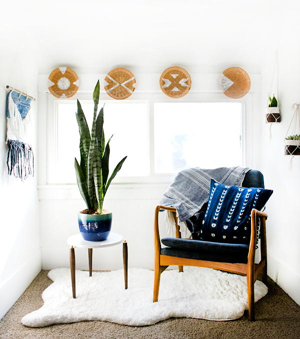 Gorgeous modern boho sitting nook decor!