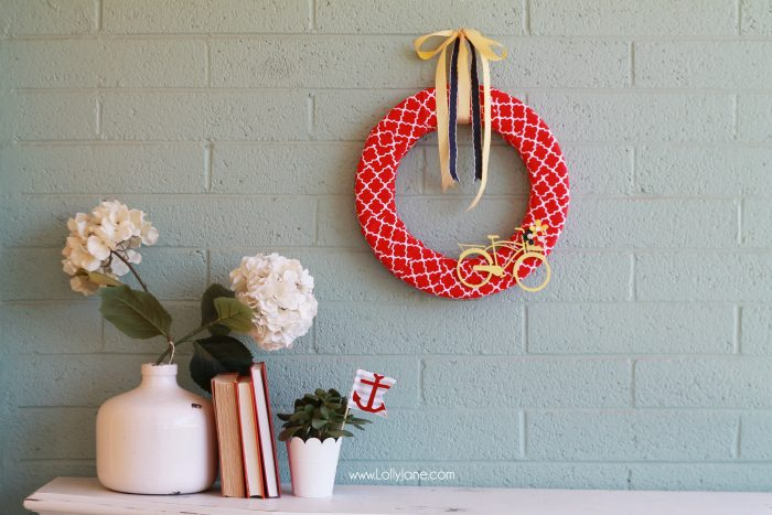 Easy summer bicycle wreath tutorial. Cute summer wreath idea! Love this bicycle wreath tutorial, cute home decor and summer decor idea!