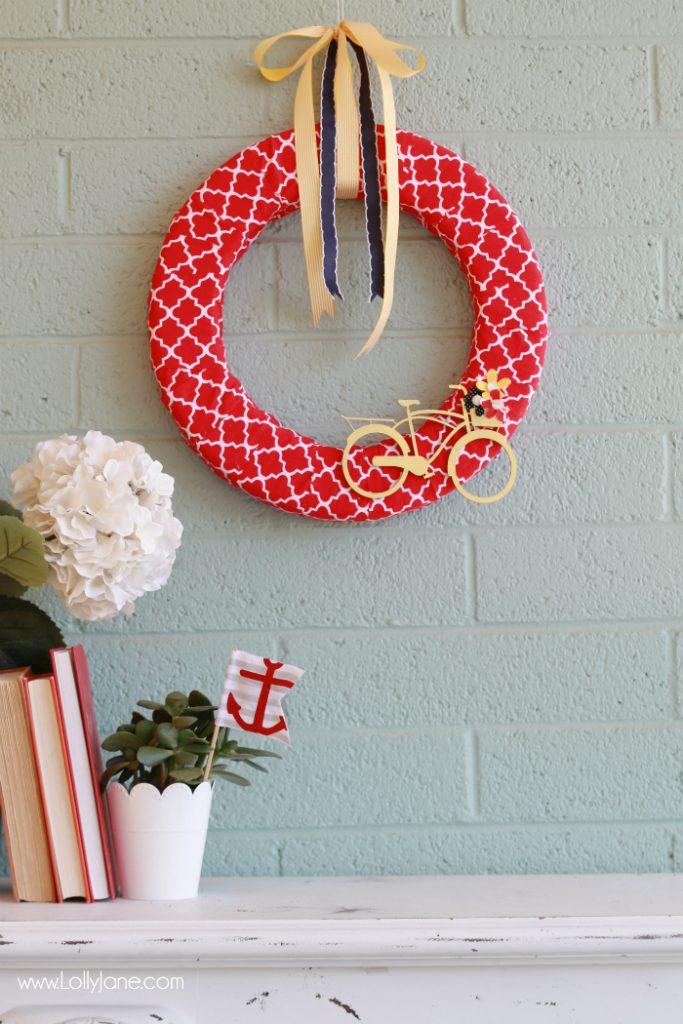 Easy summer bicycle wreath tutorial. Cute summer wreath idea! Love this bicycle wreath tutorial, cute home decor and summer decor idea!