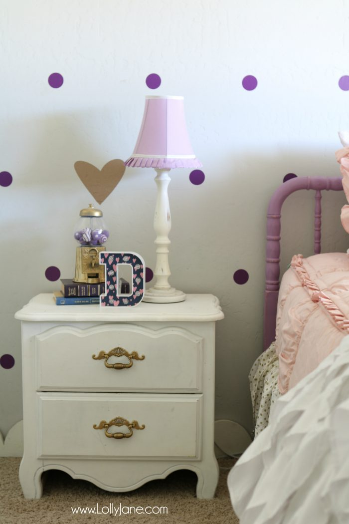 Little girls purple gold bedroom makeover. Easy ideas to pull together little girls room decor. Love this purple bedroom decor ideas!
