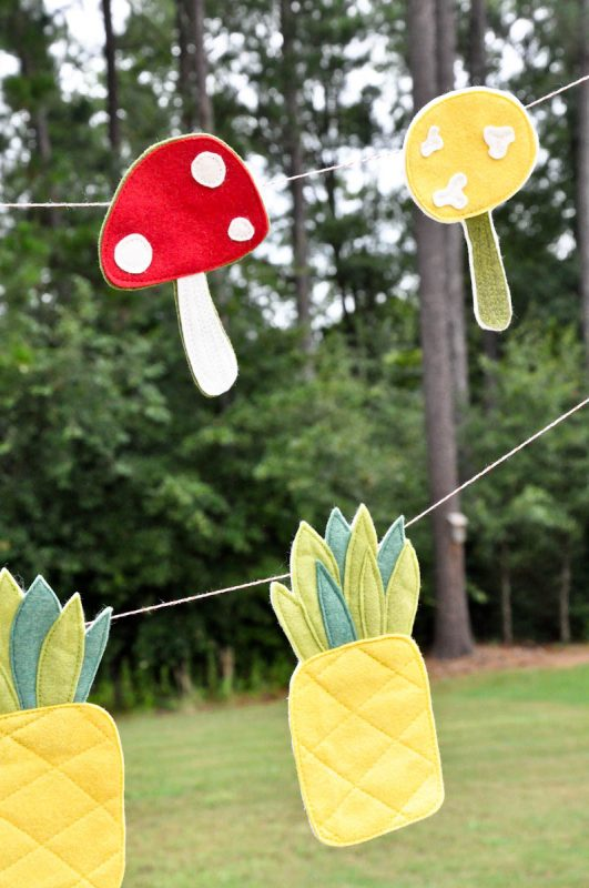 Tips for sewing easy felt garlands, so cute! Love this sewing tutorial for easy felt garlands, so many possibilities! Cute kids felt garland decor or great felt garland party decor!
