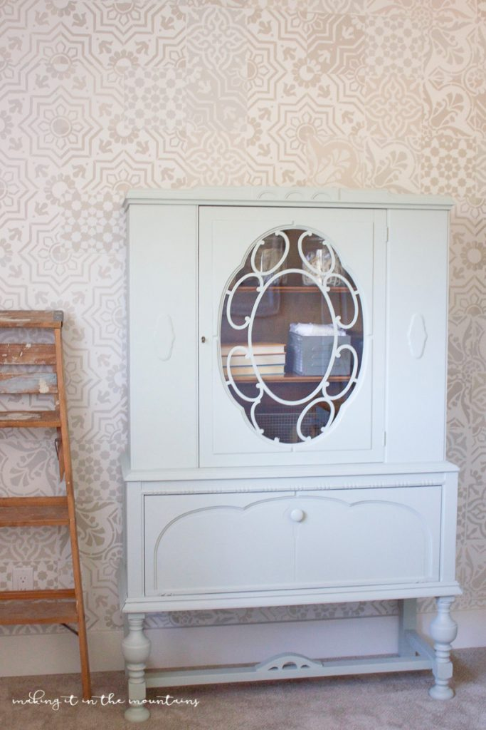 Darling vintage painted cabinet, love this pretty cabinet!