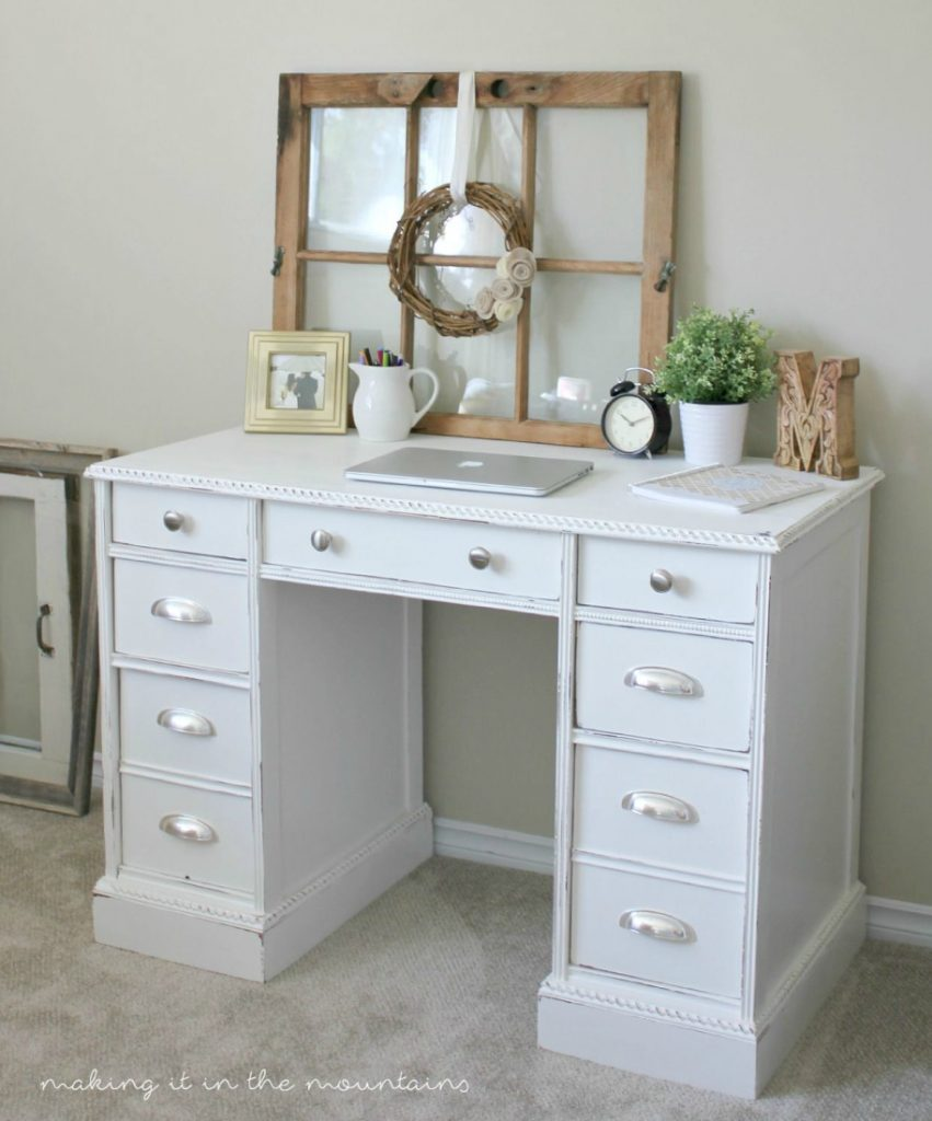 Old desk turned pretty white painted desk makeover. Love this farmhouse desk makeover, so pretty!