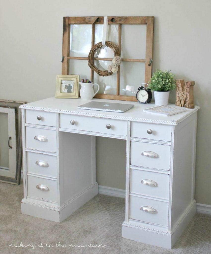 Old desk turned pretty white painted desk makeover. Love this farmhouse desk makeover, so pretty!