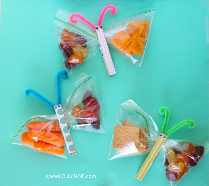 How to make fun kids snacks in a few steps! Love this easy to make butterfly snack bags. #kidssnacks #healthykidssnacks #kidssnackideas #lunchideasforkids #howtomakebutterflysnackbags