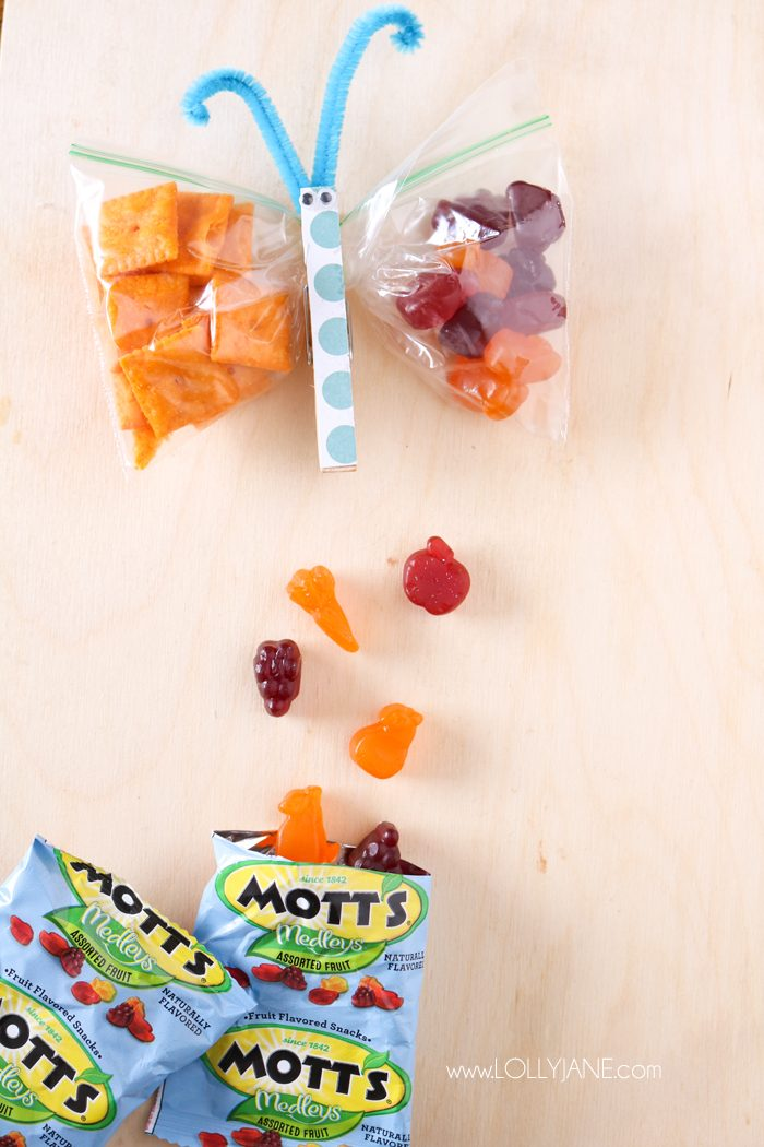 Make kids snack time fun! Create these cute butterfly snack bags to fill with healthy snacks to motivate your kids to eat! #kidssnacks #healthykidssnacks #kidssnackideas #lunchideasforkids #howtomakebutterflysnackbags