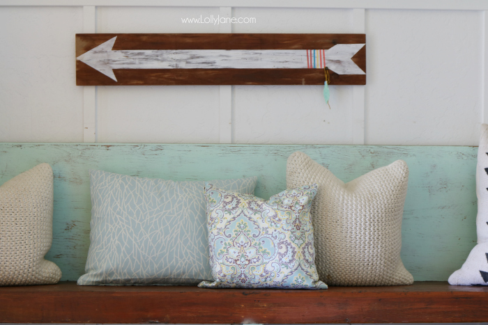 Easy no-sew pillows made in less than 20 minutes! Love the coordinating Waverly fabrics, cute!
