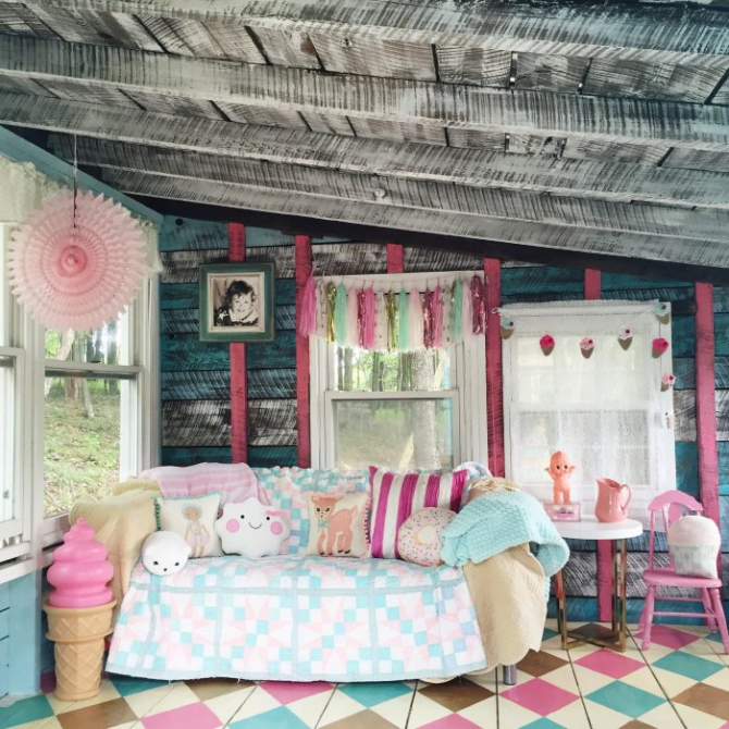 She-Shed-turned-playroom-decorated