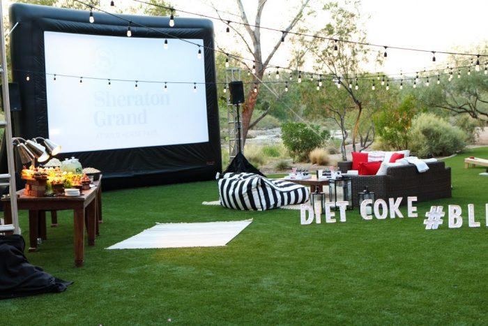 How to throw an outdoor movie night! Soda + dinner + drinks + treats = best date night or family memories!