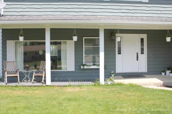 Farmhouse porch decor ideas!