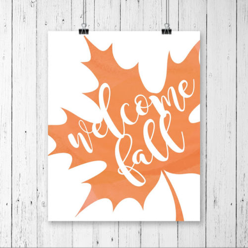 Welcome Fall free printable. Love this fall print, such a cute fall home decor idea!