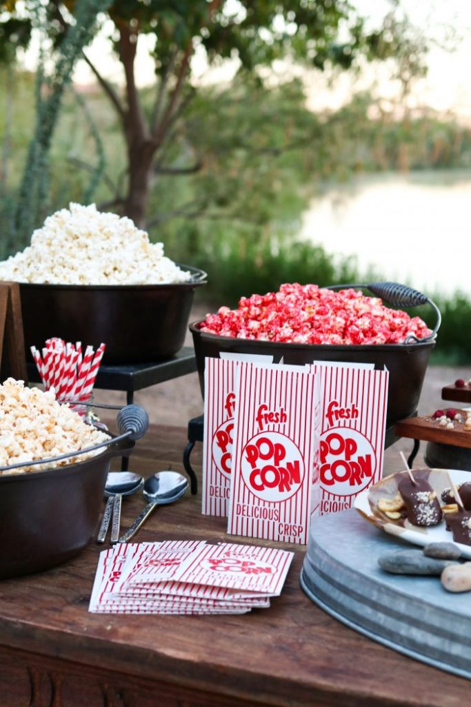 Easy Outdoor Dinner & Movie Night Ideas... cute! Perfect for a date night or fun family evening at home!