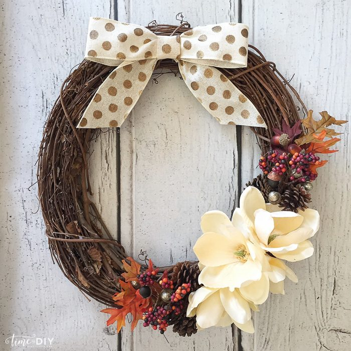 DIY Fall Wreath, so cute and EASY to make!