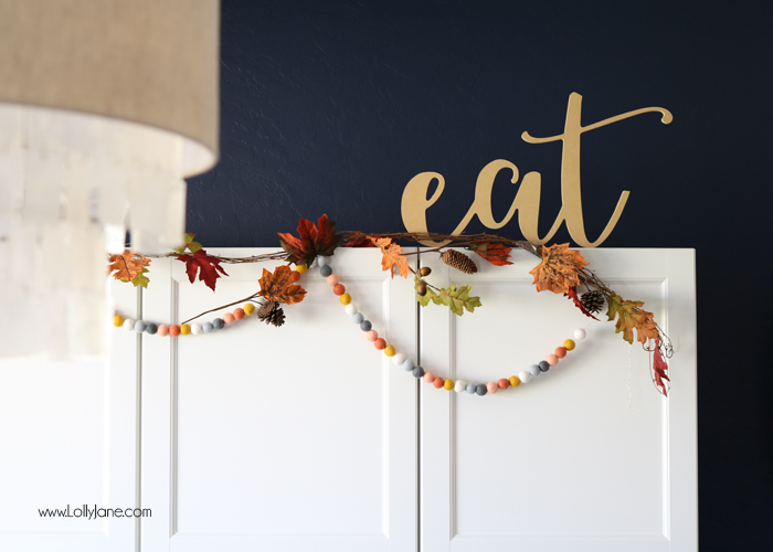 Easy Fall Tablescape! Check out these quick tips on how to make the perfect place settings for holiday entertaining!