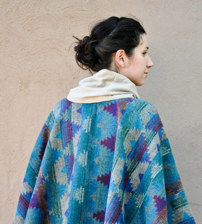 DIY Poncho with an EASY tutorial to follow, check it out! PERFECT for fall and winter!