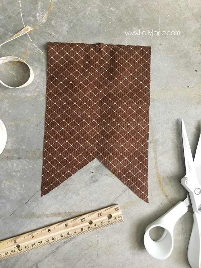 abric and Wood Give Thanks bunting tutorial | Make this easy fall bunting, cute Thanksgiving decor idea! Love this easy DIY bunting!