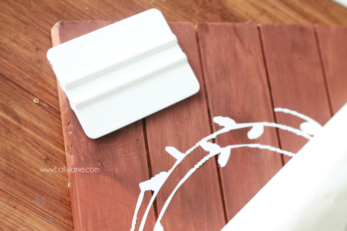 DIY Happy Fall Pallet Sign   See how easy it is to make this cute Happy Fall wood sign! Love this easy fall decor idea!