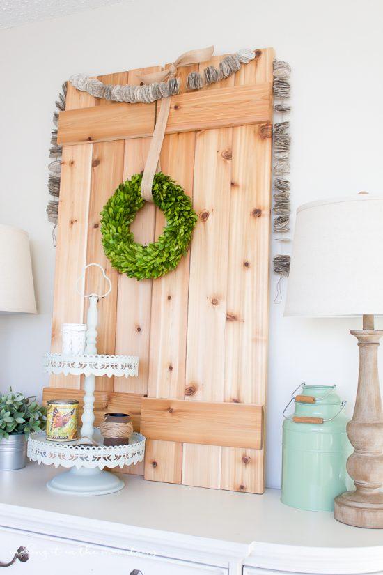 DIY Book Page Garland Tutorial. Love this easy craft idea! Such a fun DIY home decor idea, love this easy garland!