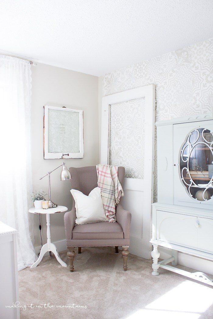 Gorgeous farmhouse style office!