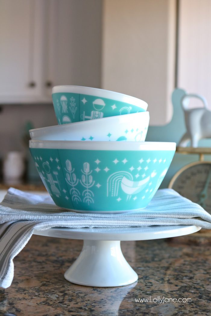 Darling Vintage Charm inspired by Pyrex set... makes the PERFECT Christmas gift or just fill with goodies! Cute!