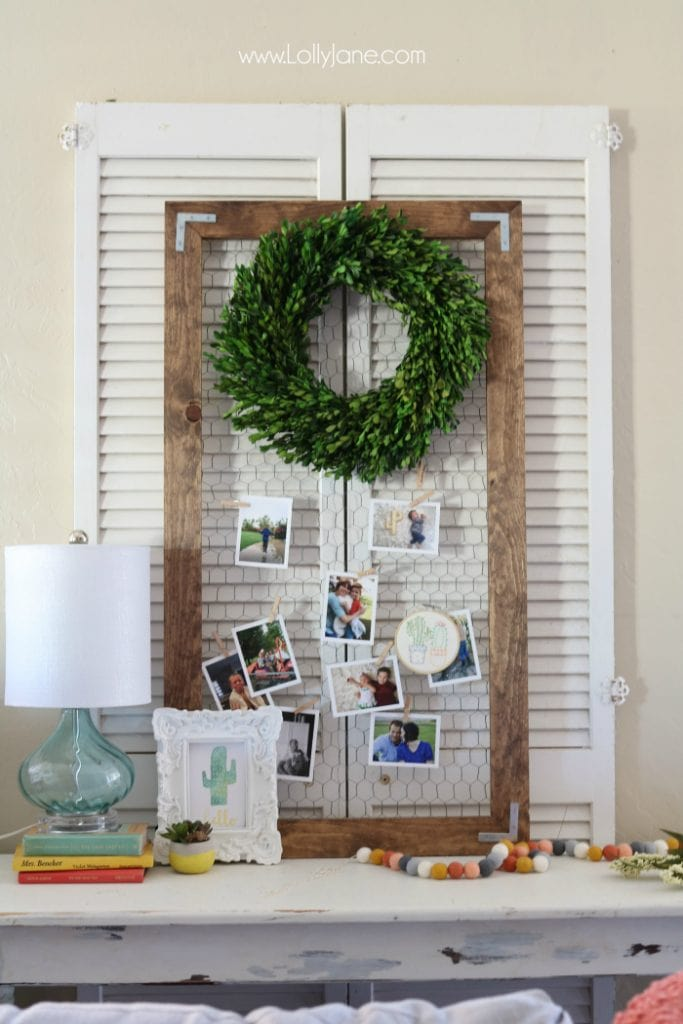Love this easy to build rustic photo display. Such a cute way to share pictures! Cute chickenwire frame idea