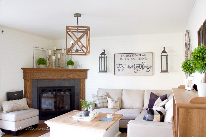 Farmhosue Style Family Room, so pretty!
