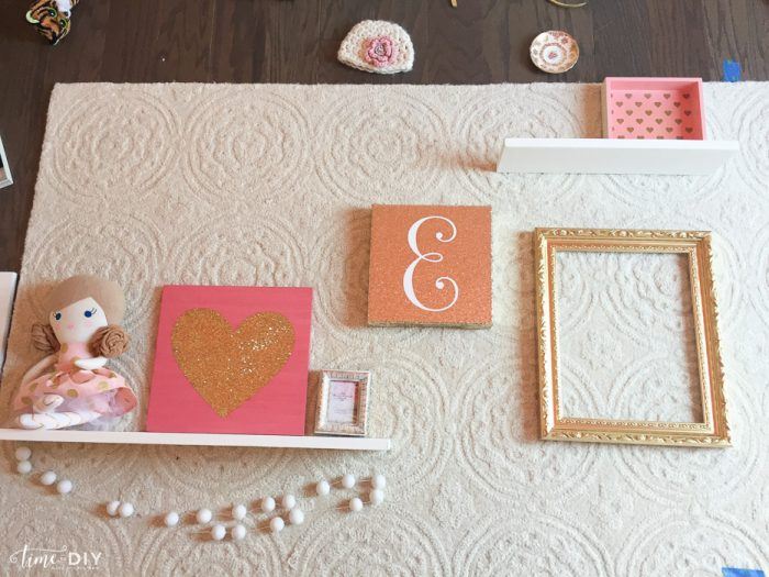 How to create a cute gallery wall!
