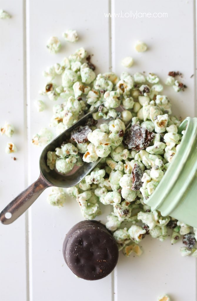 White Chocolate Thin Mint Popcorn. SO good and perfect for leftover girl scout cookie Thin Mints. Mmmm!