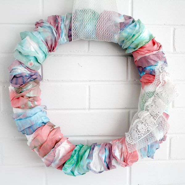 18 DIY Spring Wreaths to Brighten Up Your Home Decor