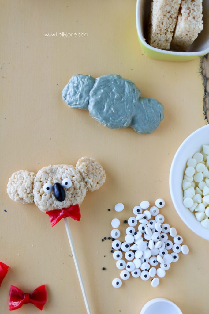 Easy freak shake inspired by a favorite koala Buster Moon from SING, yummy and fun for kids to make! Perfect koala bear to make for jungle party theme, too!