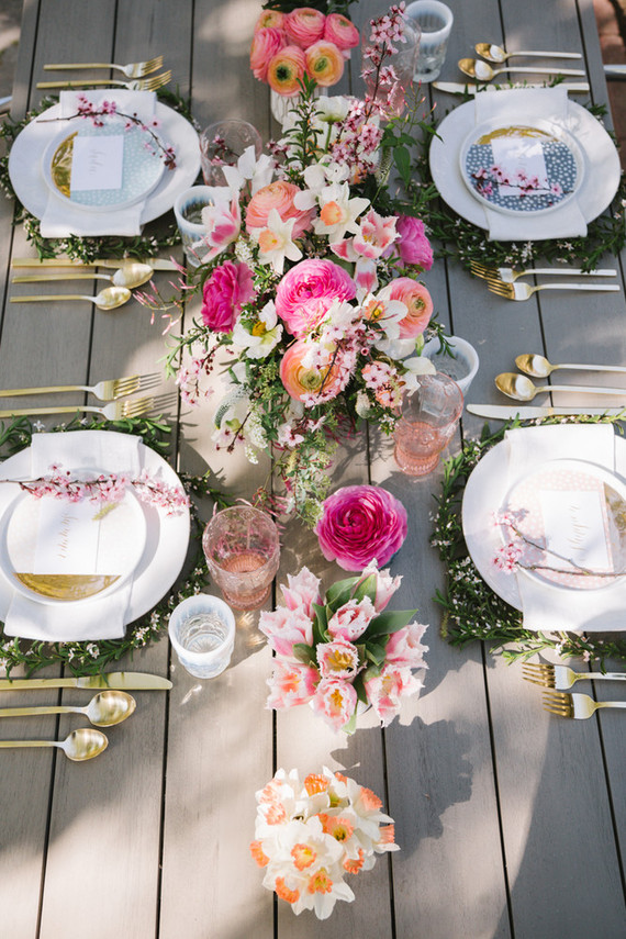Prettiest easter tablescape ideas to inspire you style for Outdoor brunch decorating ideas