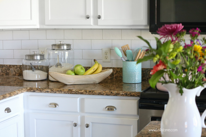 Faux Subway Tile Backsplash... this is WALLPAPER! Looks like real tile, get the DIY here!