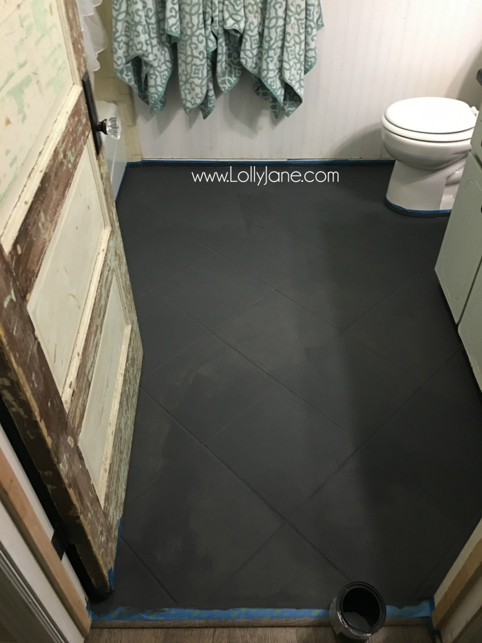 Super affordable bathroom floor makeover solution: how to chalk paint tile floors! So glad