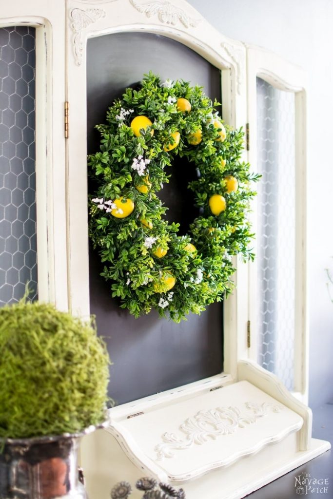 DIY Lemon Wreath | Adore this easy to make lemon wreath! Such cute lemon decor trends and this is such a fun way to add lemons to your decor!