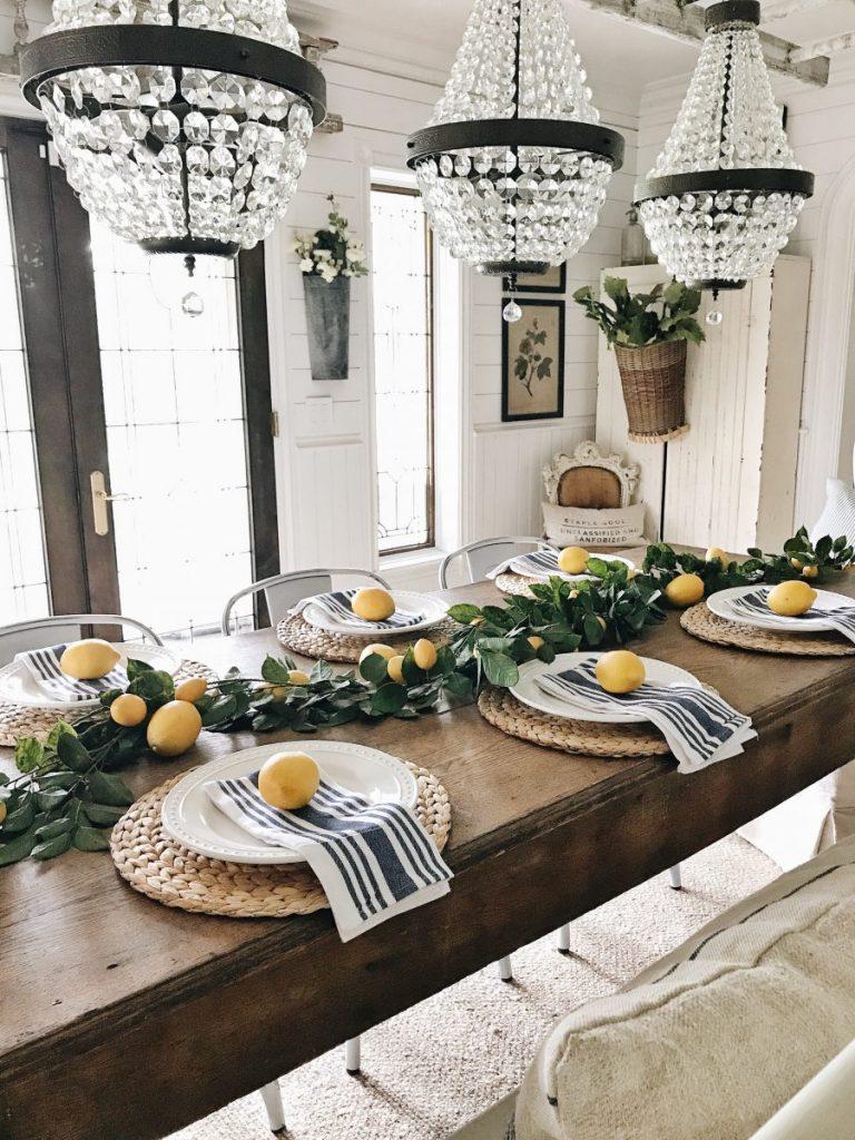 In love with this simple farmhouse lemon decor. Such fun pops of color in farmhouse home decor!