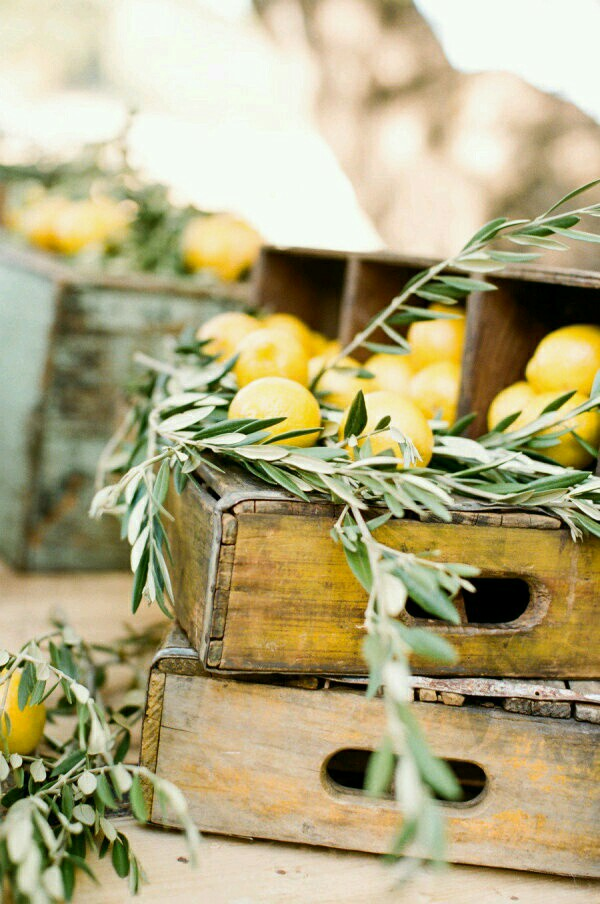 These lemon sprays and greens are so cute paired with vintage crates. Such pretty decor ideas!