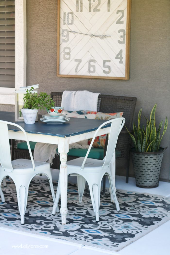 Pretty Modern Farmhouse Table... can't believe this isn't paint! Love this navy blue wood stain!
