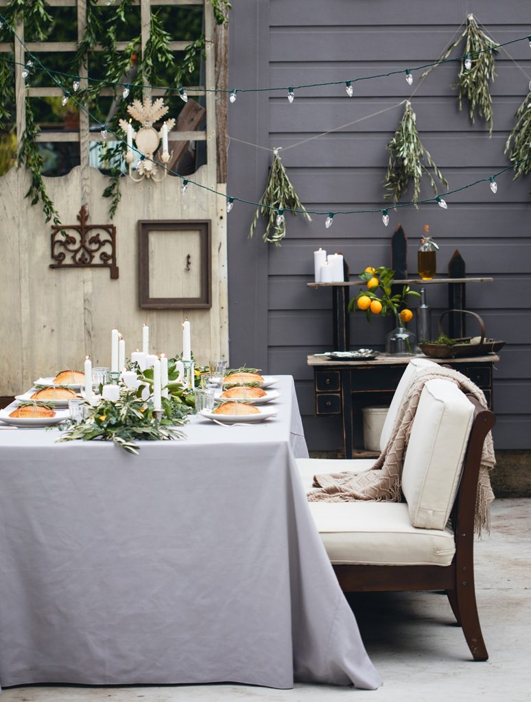 Outdoor dining lemon decor ideas | How to decorate outdoors with lemon decor, love these natural accents. Such pretty lemon decor ideas!