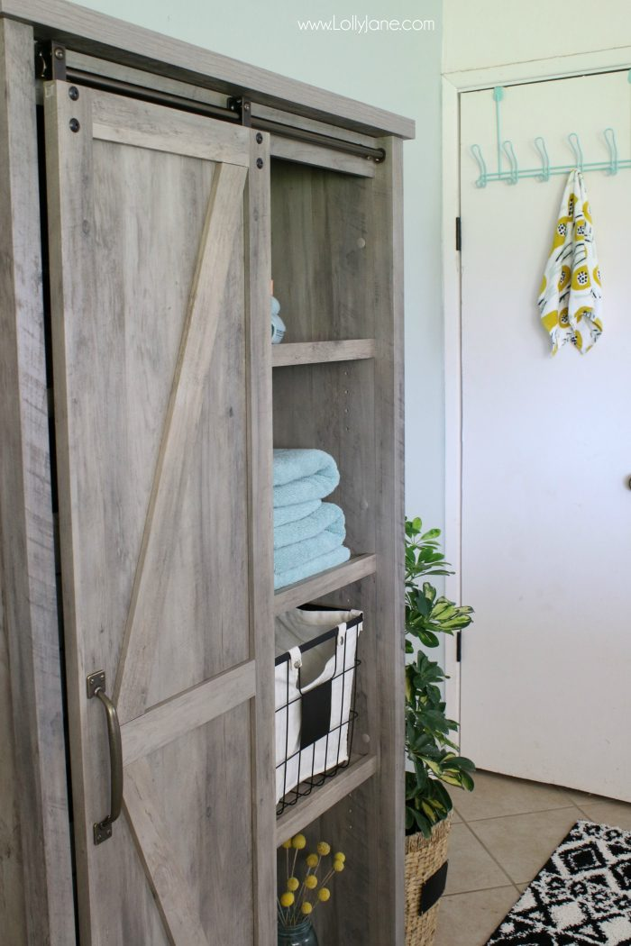 DIY | Modern farmhouse laundry room makeover. Love the pops of aqua in this laundry room decor!