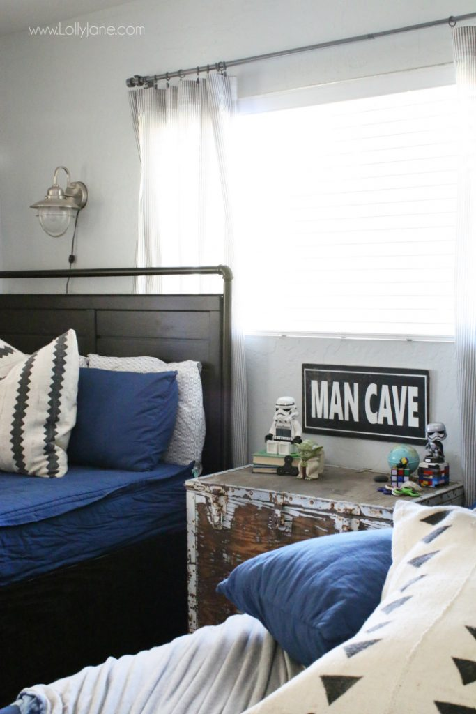 Darling Nautical Navy bedding! This zipper bedding rocks!! No more nagging these boys to keep their rooms clean. Mom win!