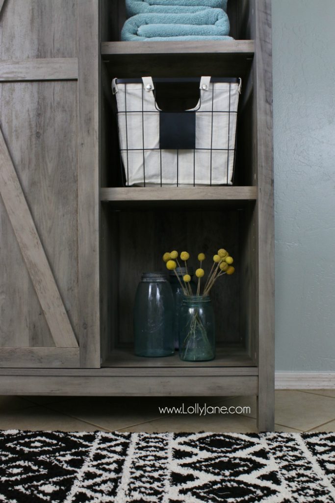 Cute laundry room makeover idea! Farmhouse laundry room decor ideas, so cute!
