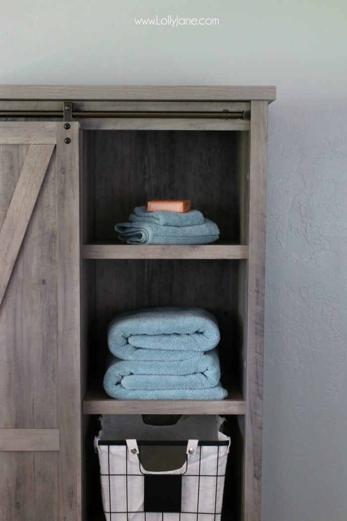 Adore this farmhouse laundry room decor. Such an affordable laundry room before after. Cute laundry room accesssories!