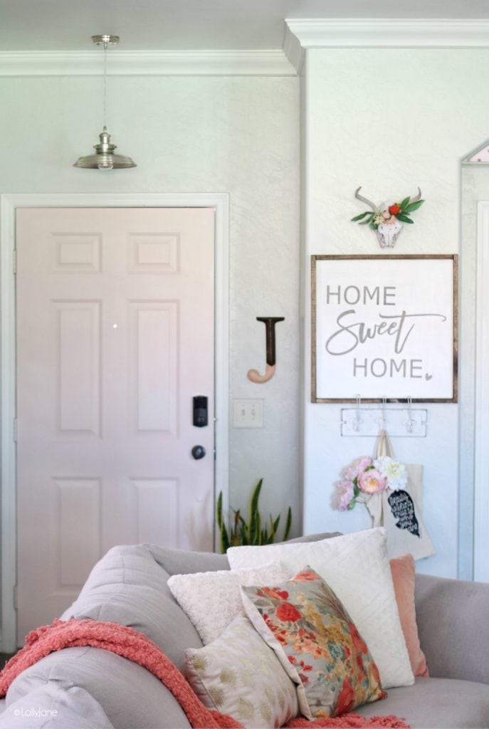 Easy tips to style a small entryway!