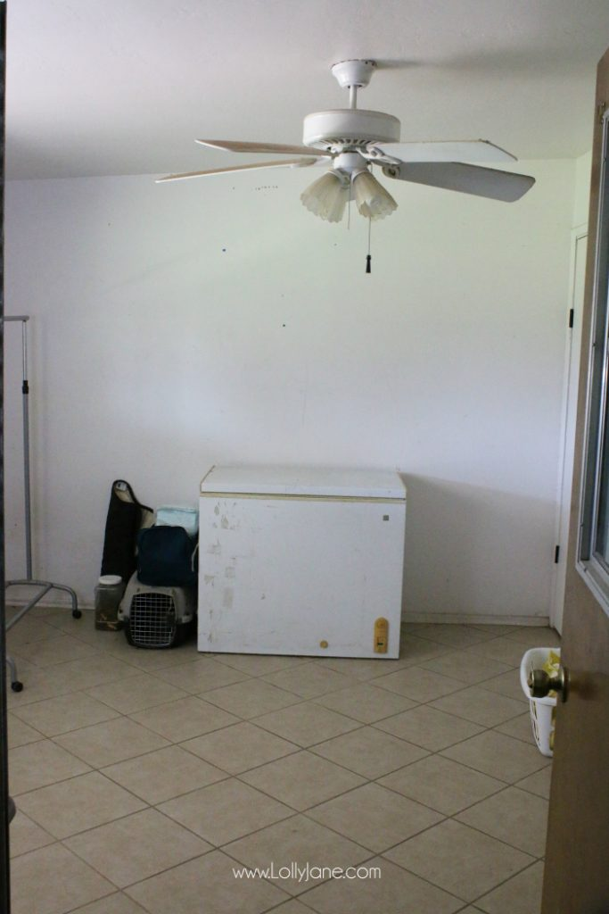 This sad laundry room got an amazing makeover! You've got to see the AFTER! Such a cute farmhouse laundry room!