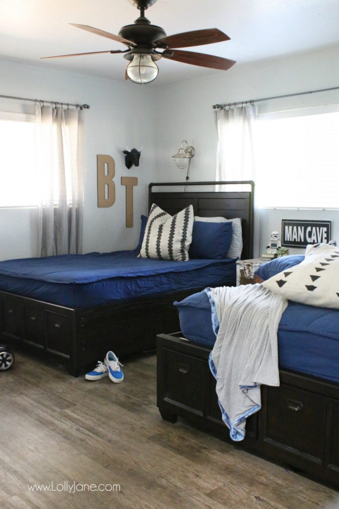 Gray and navy boys bedroom decor ideas. Easy ways to decorate a shared boys bedroom, easy ways to decorate this boys room!