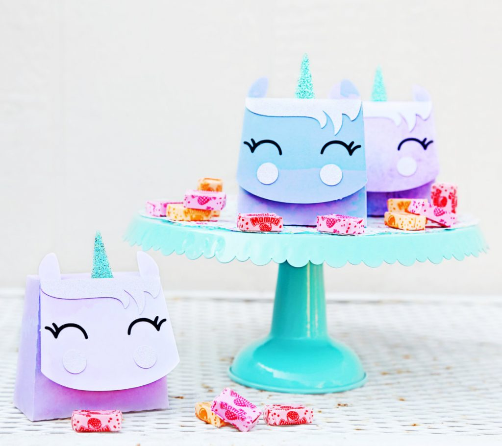 Darling unicorn party decor! DIY unicorn party with a Silhouette cameo! Cute unicorn template and unicorn cut files!